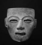 Masque en pierre grise à grain fin. H : 19,6 cm      Phototèque A.d'Orval