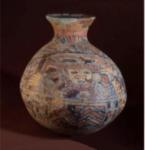 Vase  à  goulot excentré. Terre cuite creuse à engobe beige, avec   peinture   rouge   et   bleue, soulignée  de  noir, façon champlevé. Photothèque A d'Orval