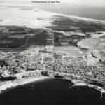 """Vue d'Armatambo en 1956. Le site de Pachacamac et ses îles apparaissent au fond. © Servicio Aerfotográfico Nacional. SAN (Pérou)"""""""